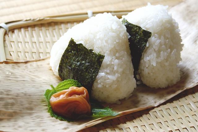 Popular Onigiri Udagawacho Store Staff! 3 Hours, 3 Days Per Week, No Overtime, All Food Half Price! 【おにぎりをつくるスタッフ大募集!】大人気のおにぎり屋さんで一緒にはたらきませんか? ★美味しいおにぎりやおかずがやすく食べられます★