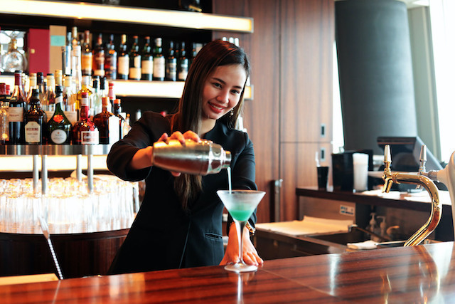【Atago】Well-Dressed Women Welcome!! Serving Staff in a Luxury Restaurant and Bar