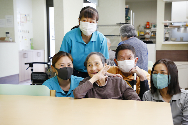 【Osaka】Care Workers Needed!