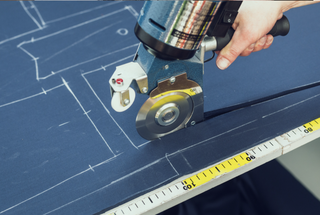 【Aichi, Toyohashi】Simple job of cutting a cloth with a machine! 2 shift hours available!