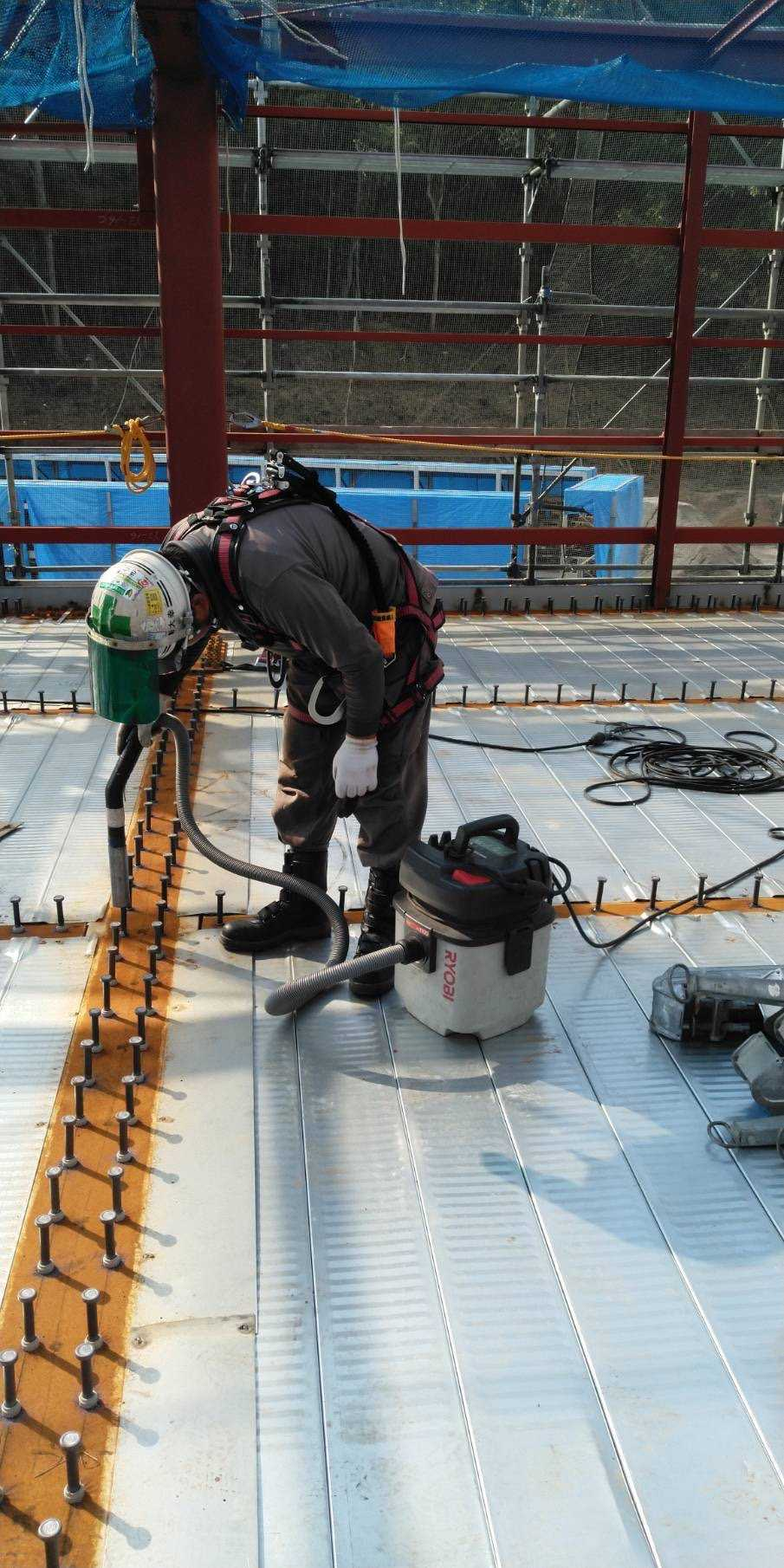 【Aichi, Nagoya】Work to clean and carry electric wires at the construction site of a building